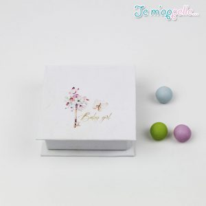 Μπομπονιέρα-κουτάκι-με-το-κλειδί-απο-λουλούδια
