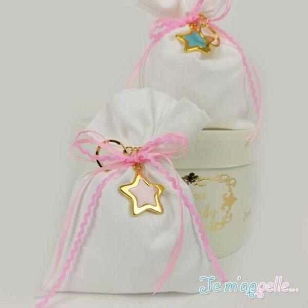 Μπομπονιέρα πουγκάκι ιβουαρ με μπρελόκ αστέρι σε δυο χρώματα